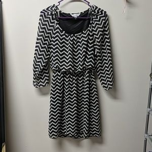 Pattern dress, shear quarter length sleeves